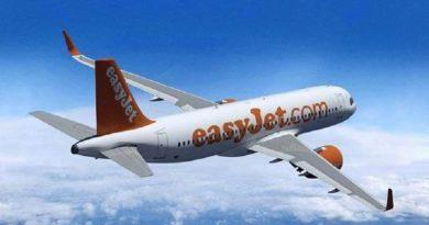 Easyjet vliegtuig raakt slurf op luchthaven Ibiza